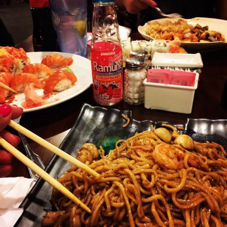 Samurai Japanese Steakhouse: Lo mein noodles with shrimp and mushrooms are wonderful!