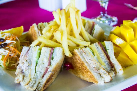 Flushing Meadows Resort & Playground: My tummy's happy with this clubhouse sandwich!