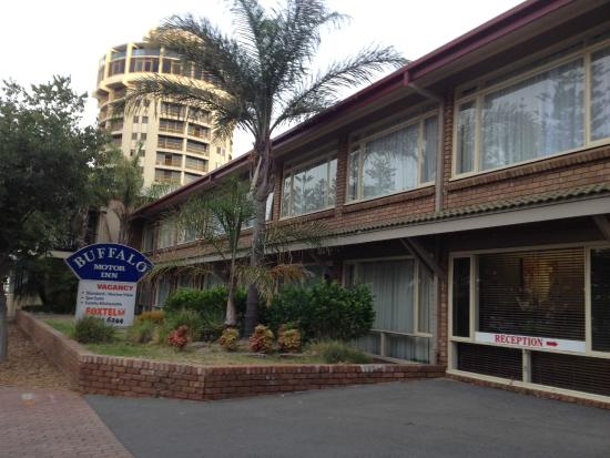 Buffalo motor inn au 110 a u 1 3 4 2018 prices for Buffalo motor inn glenelg
