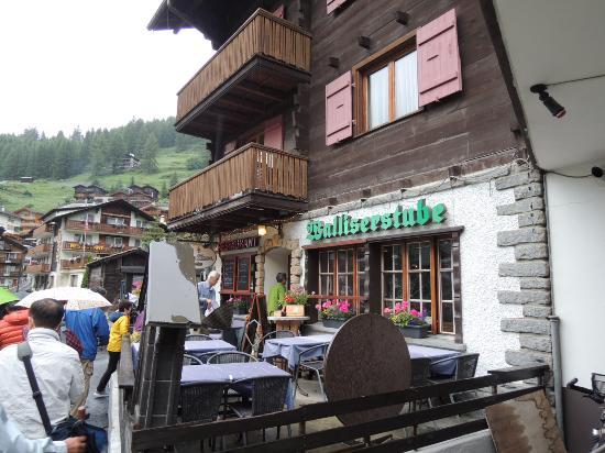 Walliserstube Zermatt: レストラン入り口、市内中心から徒歩20分