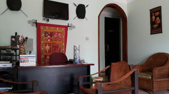 Korona House: 코로나 하우스 접수대!��