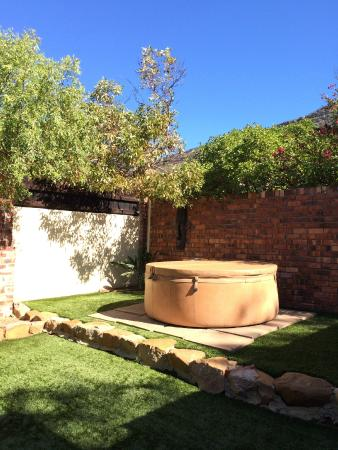 Villa Honeywood Guest House : private garden with hot tub