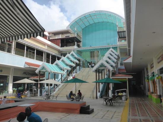 Baywalk Shopping Mall: Главный вход в Baywalk