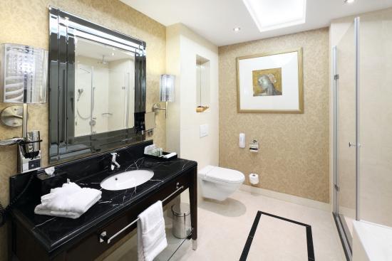 Bathroom Kings deluxe bathroom - picture of hotel kings court, prague - tripadvisor