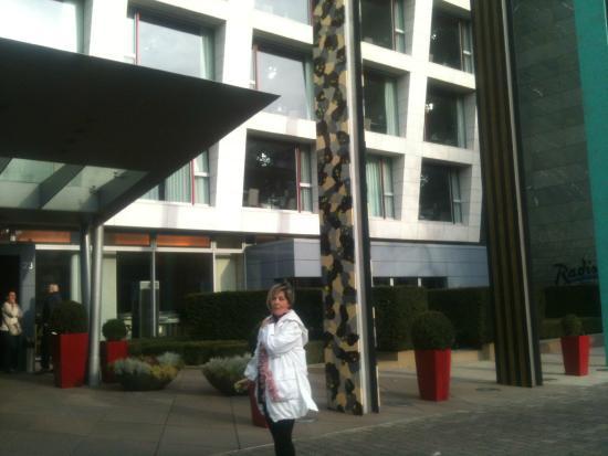 Radisson Blu Media Harbour Hotel, Dusseldorf: OTEL GİRİŞİ