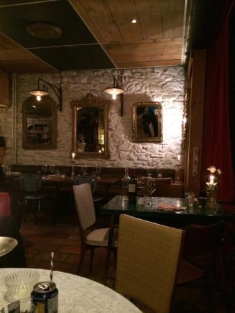 Moustache et ses Filles: la salle du restaurant