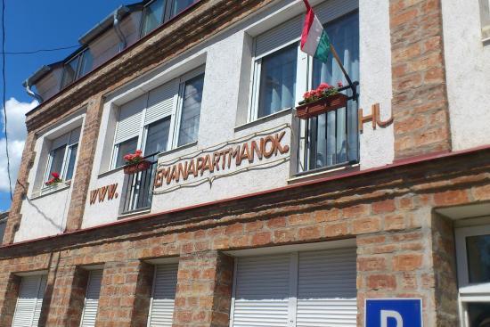 Eman Apartments Sarvar