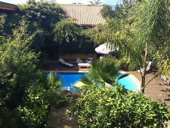 Hotel La Bluette: Área da piscina.