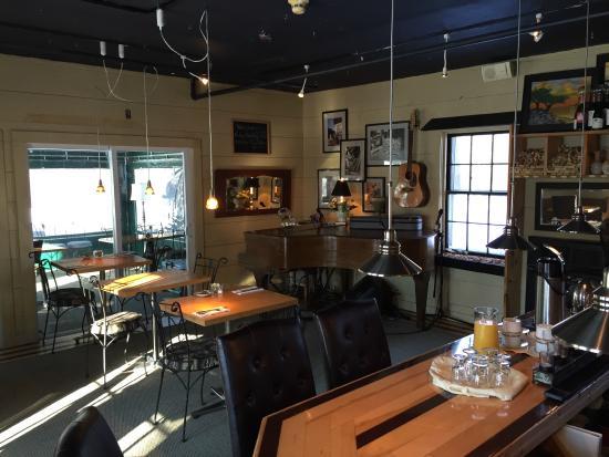 PineCrest Inn: Dining room for 91 South restaurant