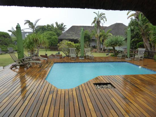 Sandals Guest House: The view from the breakfast area overlooking the pool area