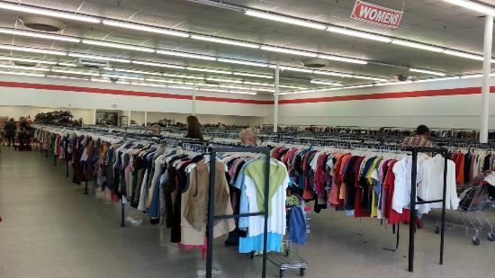 Park Avenue Thrift: Clean and orderly location