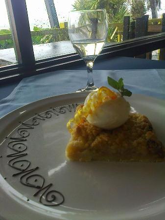 Trattoria da Piero: postre tarta de manzana con pocha de helado