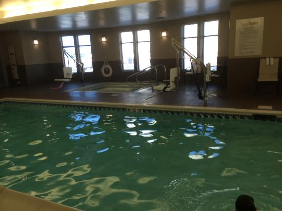 Holiday Inn Express Hotel & Suites Youngstown W - I-80 Niles Area: Great pool!  Outstanding breakfast! Amazing service!!  Great family experience.... We will stay