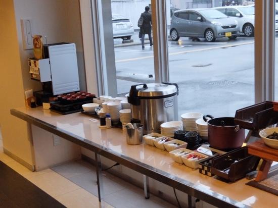 Green Rich Hotel Yamaguchi Yuda-Onsen : 和食コーナー味噌汁サーバーとカレーがありました