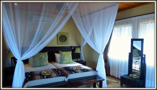 African Spirit Game Lodge: Chalet interior