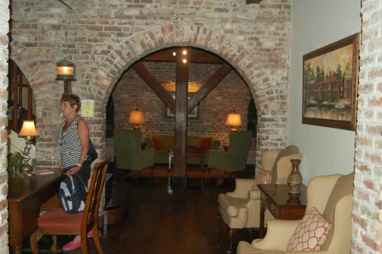 The Copper and Lumber Store Historic Inn: Lounge area
