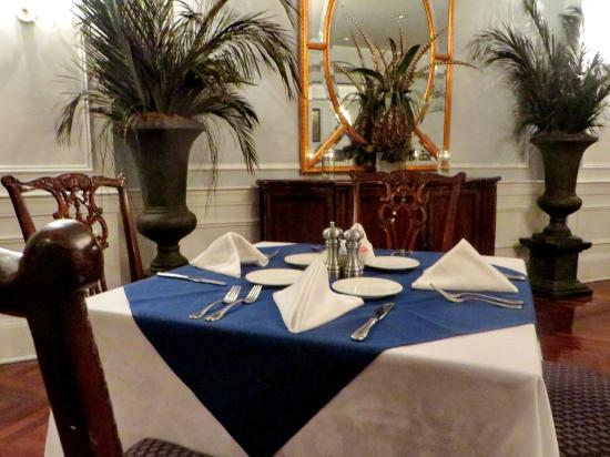 Boone Tavern Restaurant : Formal table settings