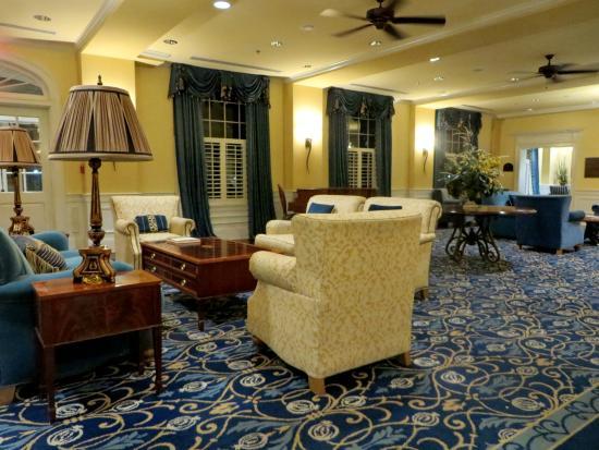 Boone Tavern Restaurant : Lobby of Boone Tavern with handmade furnishings
