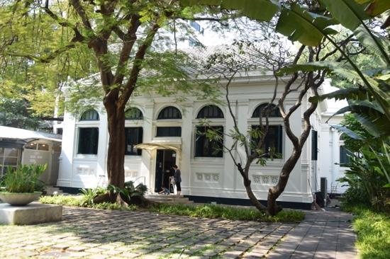 Neilson Hays Library: Well Preserved Building
