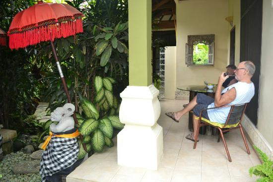 LadyBamboo Villa: Terrasse vor Zimmer