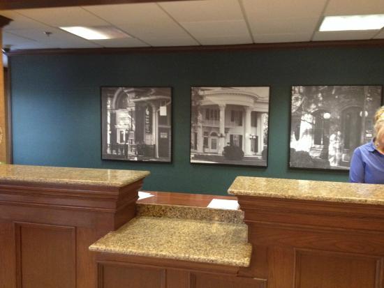Auburn Place Hotels and Suites: front desk