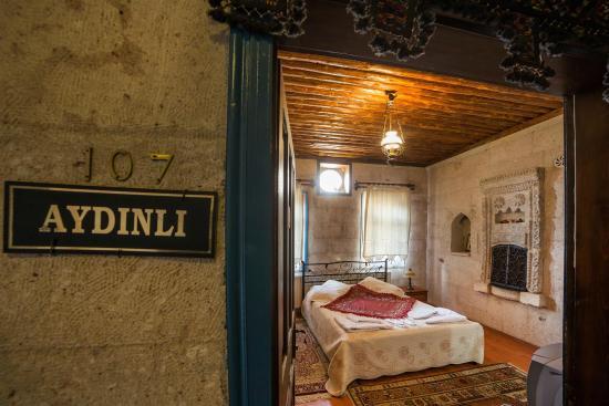 Oriental Cave Suites: Wood Double Room