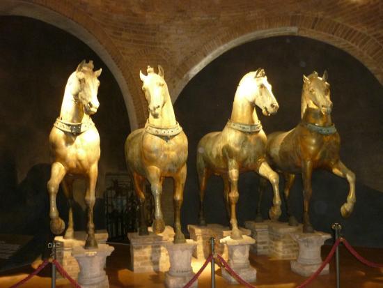 Foto de Basílica de San Marcos, Venecia: Caballos al interior de San ...