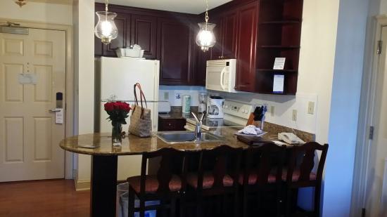 Westgate Historic Williamsburg Resort: Cute little fully stocked kitchen