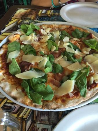 Mama Mia Italian Deli & Pizzeria : Great Brick Oven Pizza