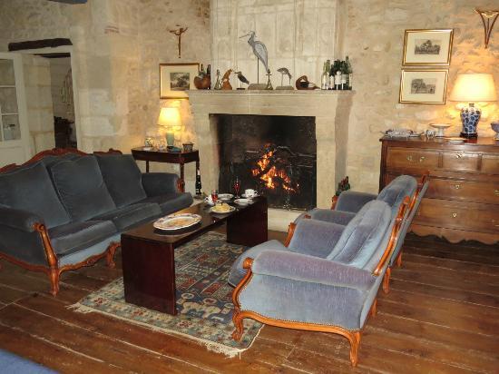 Chambres d'hotes Saint Emilion Bordeaux: Beau Sejour : Tea Time in front of the fireside