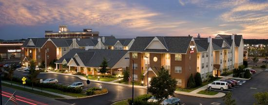 Residence Inn Columbus Easton: Exterior Night
