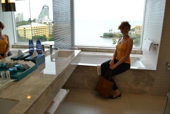 Holiday Inn Pattaya : Bathroom