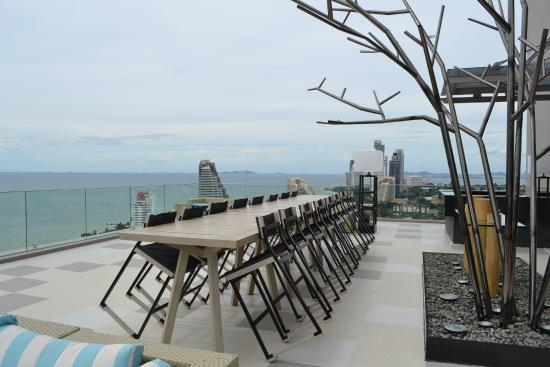 rooftop bar executive wing picture of holiday inn pattaya rh tripadvisor in