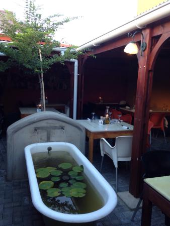 Bello Cibo Restaurant : The beautiful and peaceful courtyard.