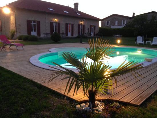 Domaine de Blaignac: piscine en soirée