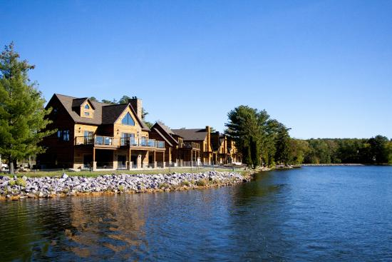 Lake Delton Waterfront Villas