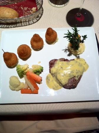 Wichtrach, Schweiz: Rindsfilet Bernaise mit Gemüse und tollen Croquetten