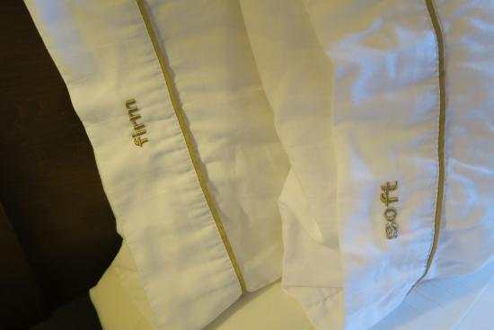 Holiday Inn Express San Francisco Airport-North: Choice of firm or soft pillows