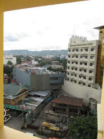 Hotel Elizabeth Cebu: View to the city