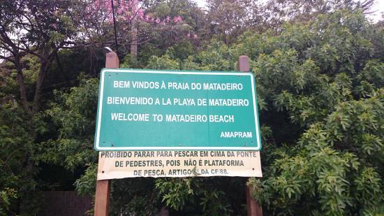 Matadeiro Beach: Placa no acesso à praia
