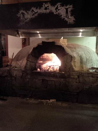 Creekbread : wood fire oven
