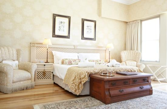 In the Vine Manor House: Bedroom