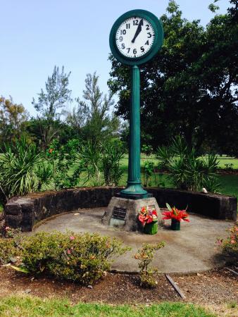 Hawaiian Village Tours: Tsunami Clock in Hilo