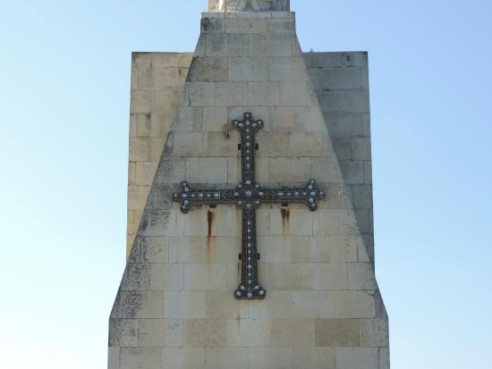 Monte Naranco: Vista Parcial do Cruzeiro na estátua do Cristo