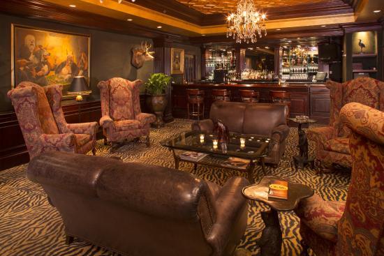 Mr. Lesteru0027s Steakhouse: Mr. Lesteru0027s Cigar Room Lounge Area