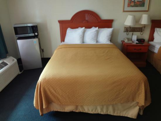 Quality Inn & Suites Airport: Bedroom