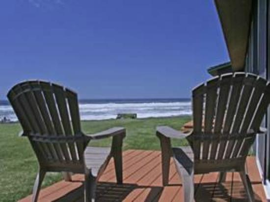 The Yachats Inn: View from standard 1 & 2 queen rooms