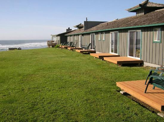 The Yachats Inn: Orignal Section leading straight down to the ocean