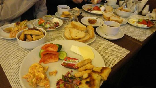 Alyon Hotel: Breakfast