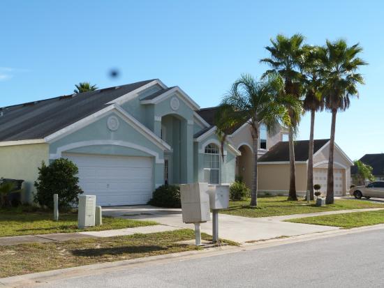 Disney Area Superior Homes: frente de casa vecina